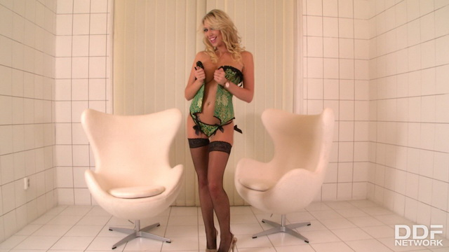 Big-breasted stunner Lexi Lowe gets dirty in her lush green corset set & fishnets
