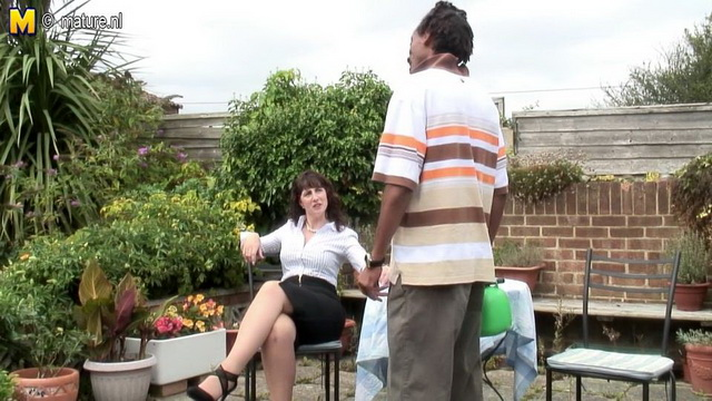 Pale-skinned British mature Toni Lace seduces a black guy and gets screwed in her stockings outdoors