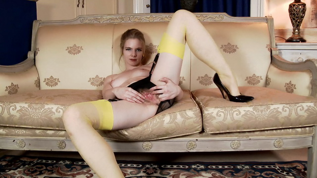 Alice Wonder strips down to her vintage yellow RHT stockings