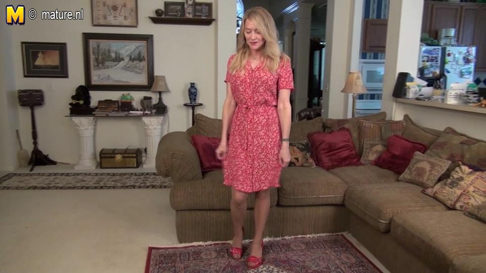 Slim-legged American housewife Ava fingering in her black undies with suntan tights and red pumps