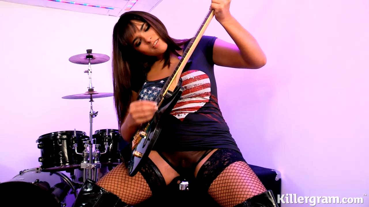 Latina rock chick Valery Summer deepthroats and takes on a boner in her raunchy fishnets and boots