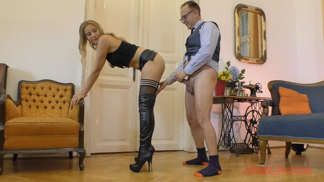 Blonde Tia Malkova aka Kiki Cyrus opens her long legs in holdups and hooker boots to handle old meat