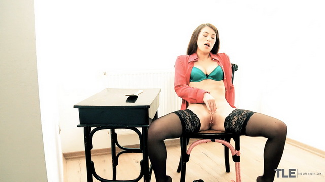 Tiffany Doll in her red shirt, green silk bra and black nylons spanks and frigs herself up to orgasm