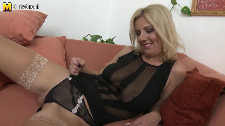Sexy milf Luci Angel in stockings