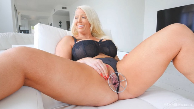 Hot mature bombshell Alura Jenson gets a screaming orgasm in her black lingerie