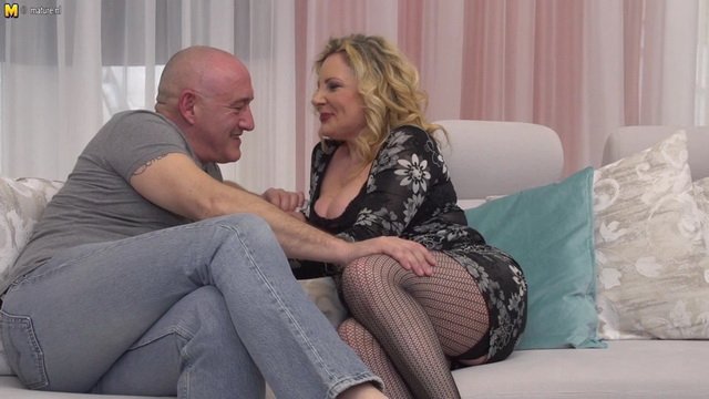 Stacked Italian mature Valentina gets nailed on the couch in her mesh stockings