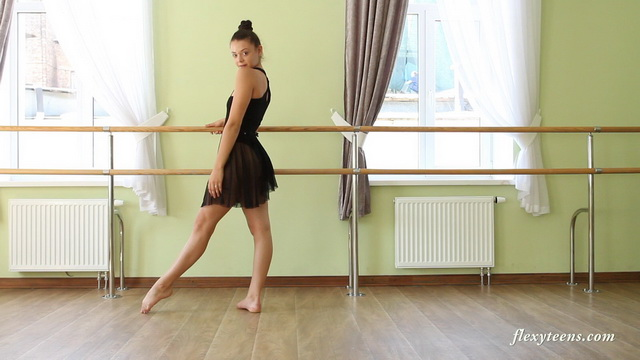 Flexi black swan Regina Blat dances in her ballerina gear and all-naked bending and doing hot splits