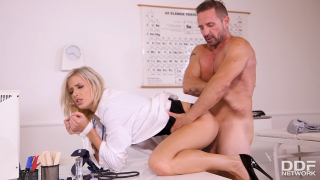 Blonde doc Ria Sunn gets bound with a bandage opening legs for anal procedures