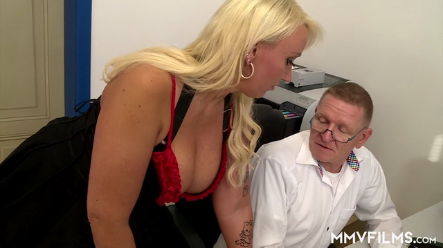 German secretary Kitty Wilder fucks her boss