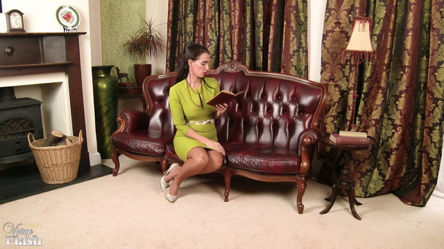 Smartly dressed Brit Tammie Lee gets hot in her full-fashioned vintage stockings