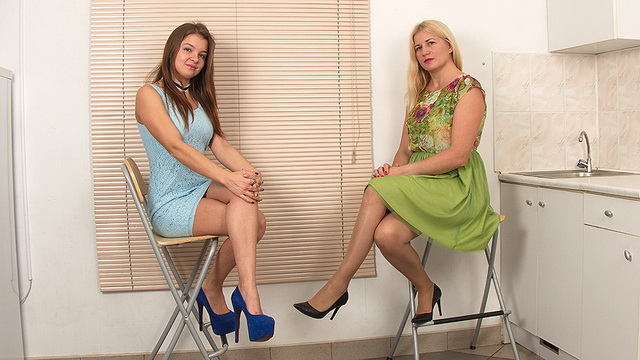Dolled-up stockinged milf Calina & 22y.o. Renata Fox eat pussies and share a toy