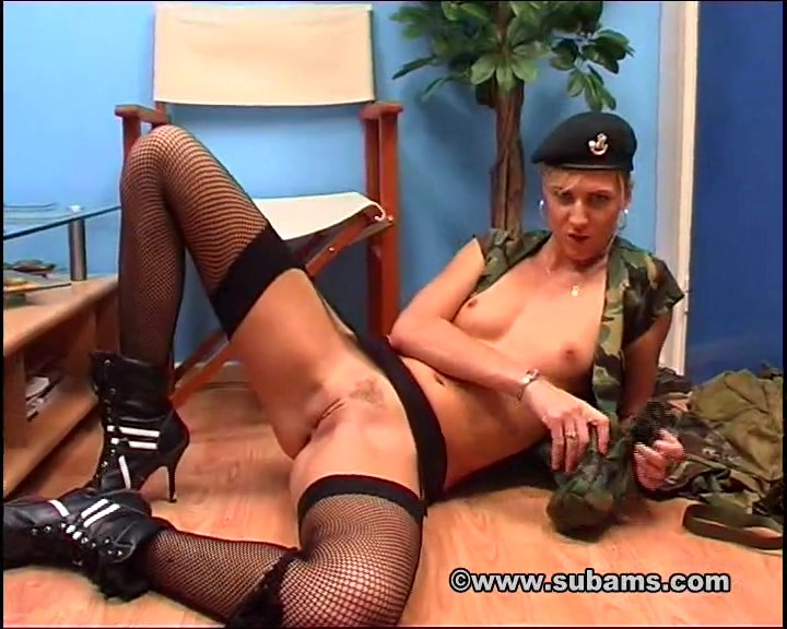 Army girl Ashley Long fuck herself to orgasm with some double dildo pussy stuffing