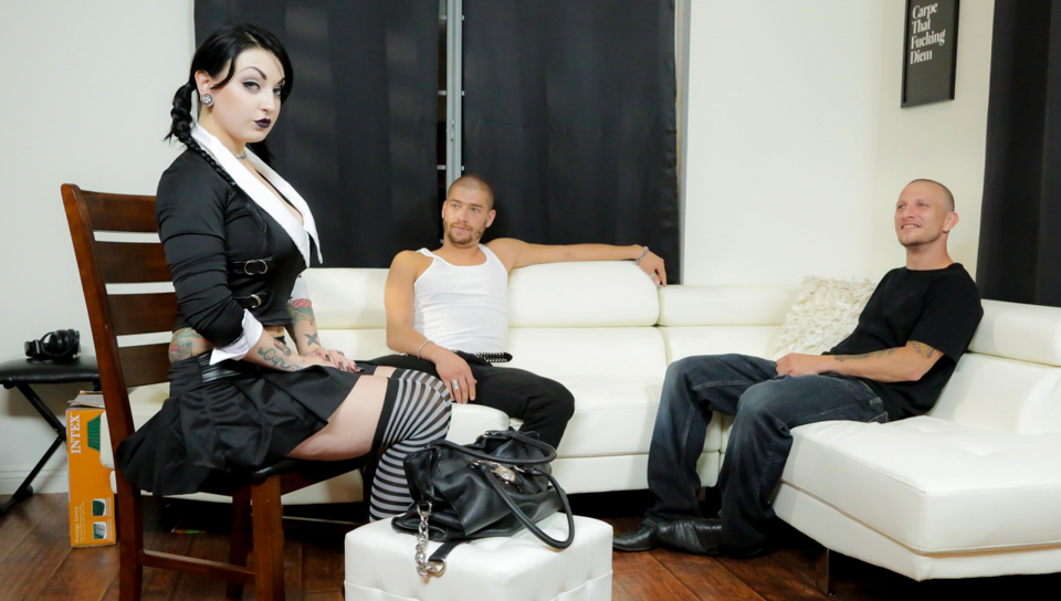 Pigtailed goth girl Draven Star gets spit-roasted and double penetrated in her stripy stockings