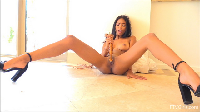 Exotic babe Nia Nacci spreads her long high-heeled legs real wide loudly cumming on her vibe on cam