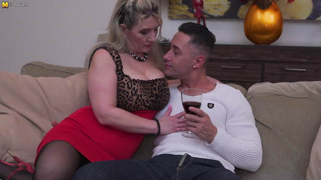 German older lady Sandy Big Boobs squirting and gets a creampie