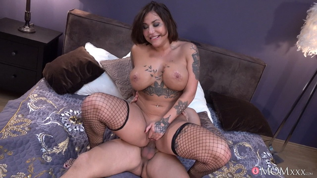 Fishnet-clad French-Canadian milf Heidi Van Horny fucks a handyman fixing her vibe
