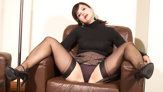 Hot mature Wanilianna comes home for solo play in her seamed gartered stockings