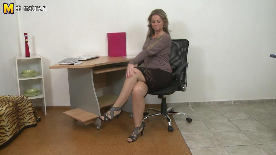 Sexy milf spreads legs in suntan holdups and strappy sandals fingering her muff in the office