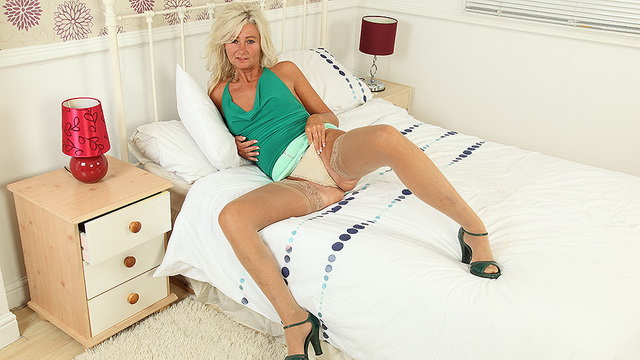 Sexy UK housewife Ellen B. playing with her toy