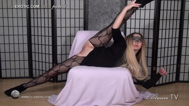 Masked beauty Selga spreads, bends and does splits in crotchless lacy pantyhose