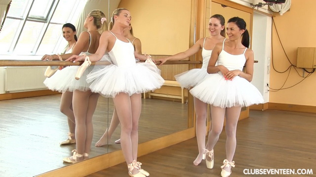 Jealous ballerinas Keira and Valerie Fox pull down Vinna Reed's white pantyhose for a lesbian 3some