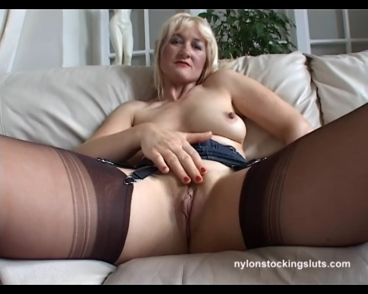Suzy Wilde teases with her legs in classy FF stockings and some juicy close-ups