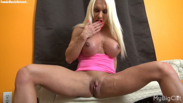 Busty blonde bodybuilder Ashlee Chambers parts muscled legs to rub her big clit
