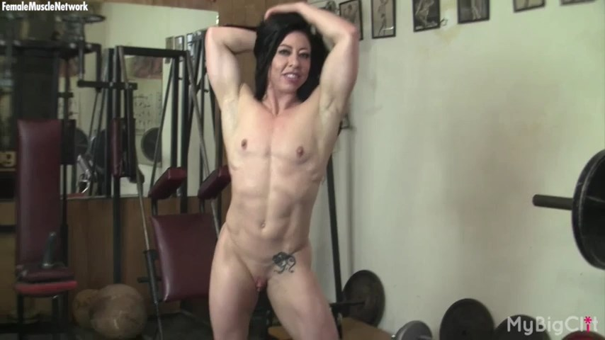 Muscled lady Carmin Blue pumps iron and peels thong to work her oversized clit