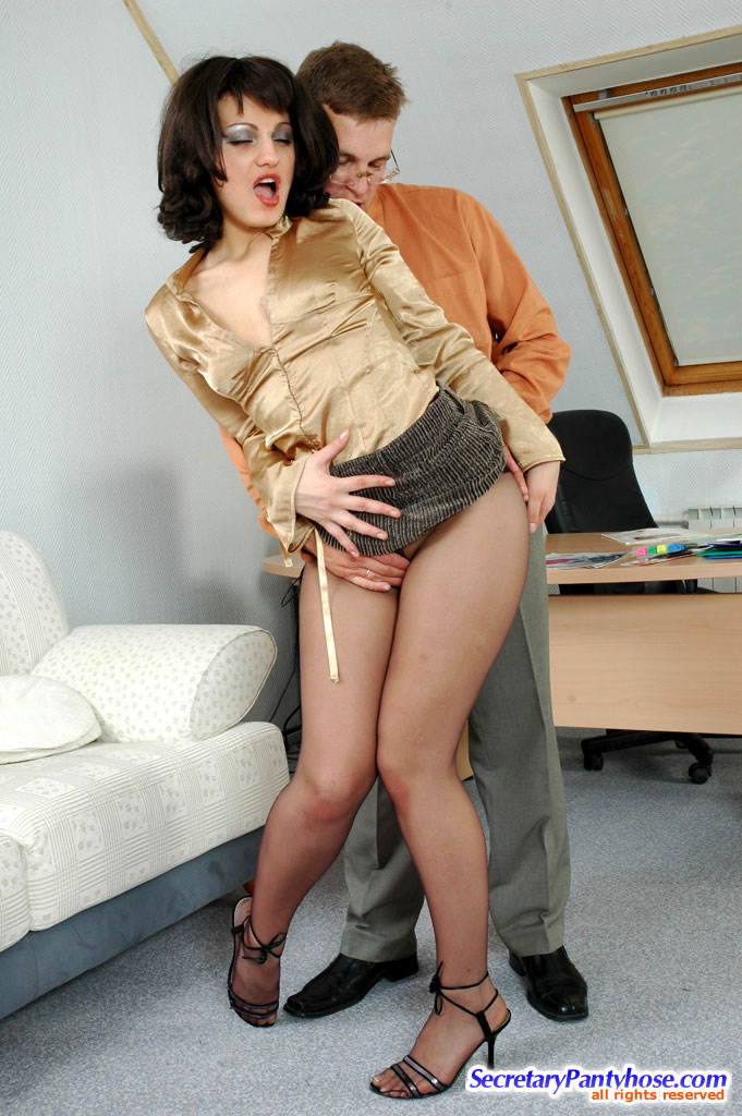 ... having pantyhose sex with other secretaries, visitors and their bosses: www.between-legs.com/galls/secretary-pantyhose/amelia-peter/pic.html